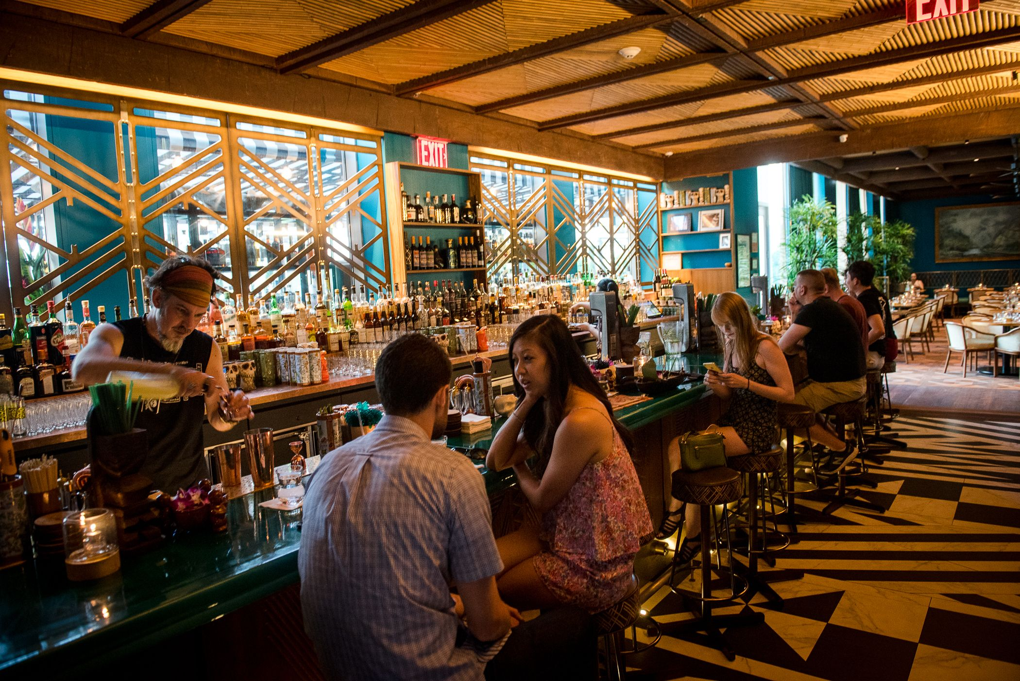 The Best Bars In Hell S Kitchen Lifestyles Cool Bars Bar