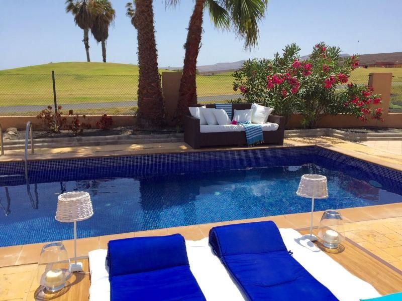 Caleta De Fuste Holiday Villa Rental, Salinas de Antigua Golf Course with private pool and beach/lake nearby