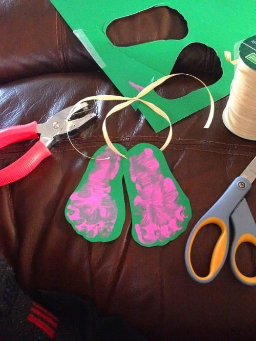 Mistletoes Footprint Craft #mistletoesfootprintcraft
