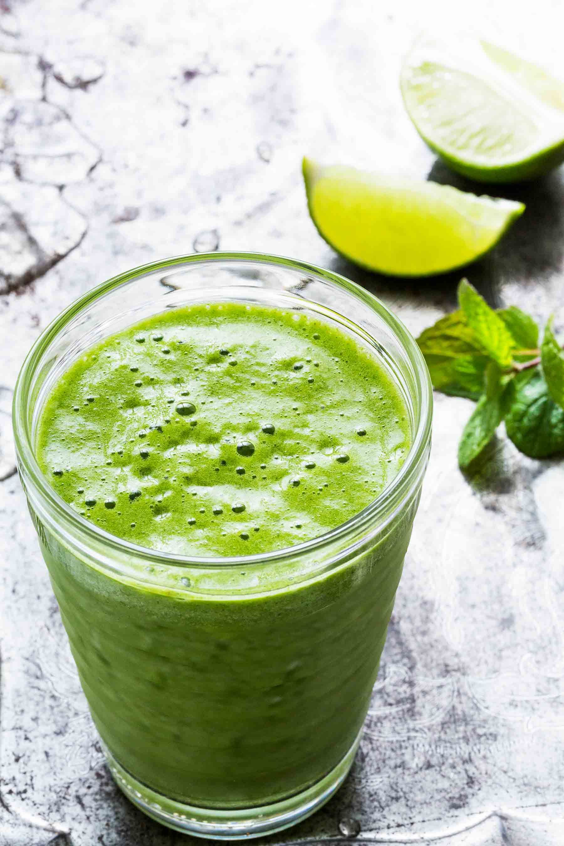 Mojito Smoothie! it will change your mind about green smoothies forever, made with coconut water, kale, pineapple, avocado, mint, and lime. #vegan #paleo