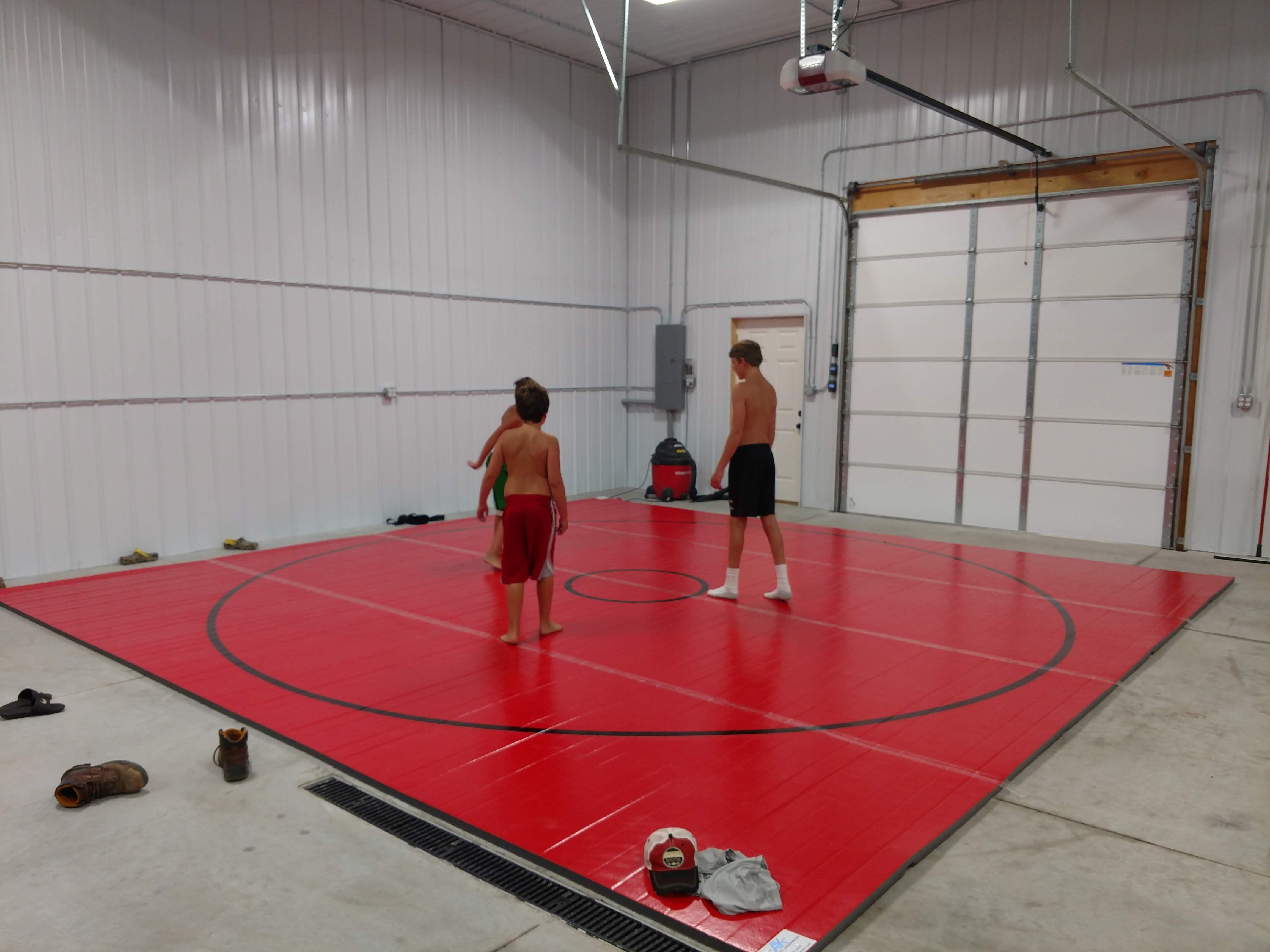 20 X 20 X 1 3 8 Roll Up Wrestling Mat In 2020 Wrestling Mat Garage Gym Jiu Jitsu Mats