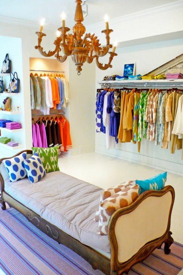Wunderschöner Kronleuchter für den begehbaren Kleiderschrank - ideen begehbaren kleiderschrank