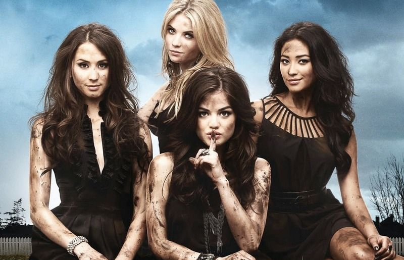 14 Things You Never Noticed About the 'Pretty Little Liars' Pilot — Mona Was Guilty From the Start