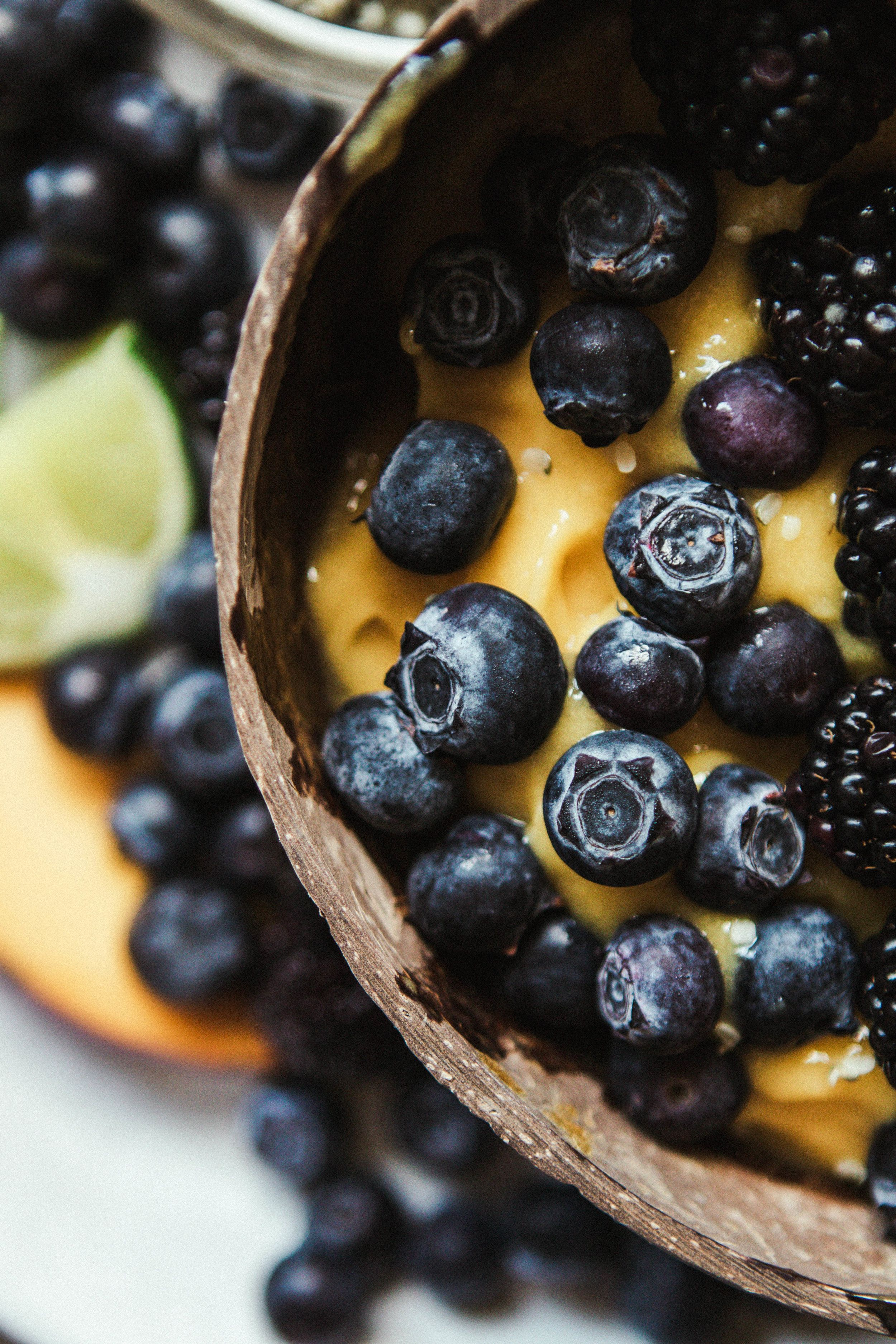 Mango lime smoothie bowl without banana in 2020
