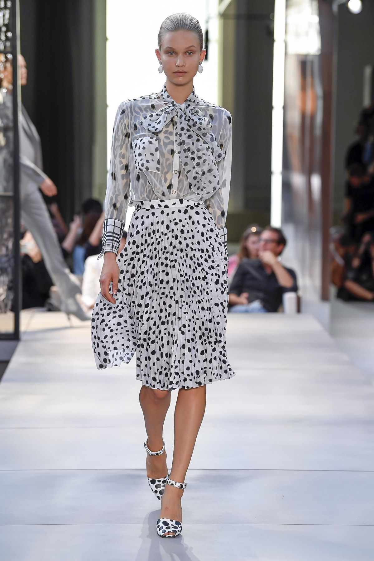 Forum on this topic: Burberry Unveils Fall 2019 See-Now-Buy-Now Collection at , burberry-unveils-fall-2019-see-now-buy-now-collection-at/