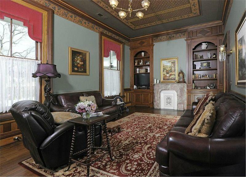"The House from Hallmark's ""Christmas on Honeysuckle Lane"" | Renting a house, House, Home decor"