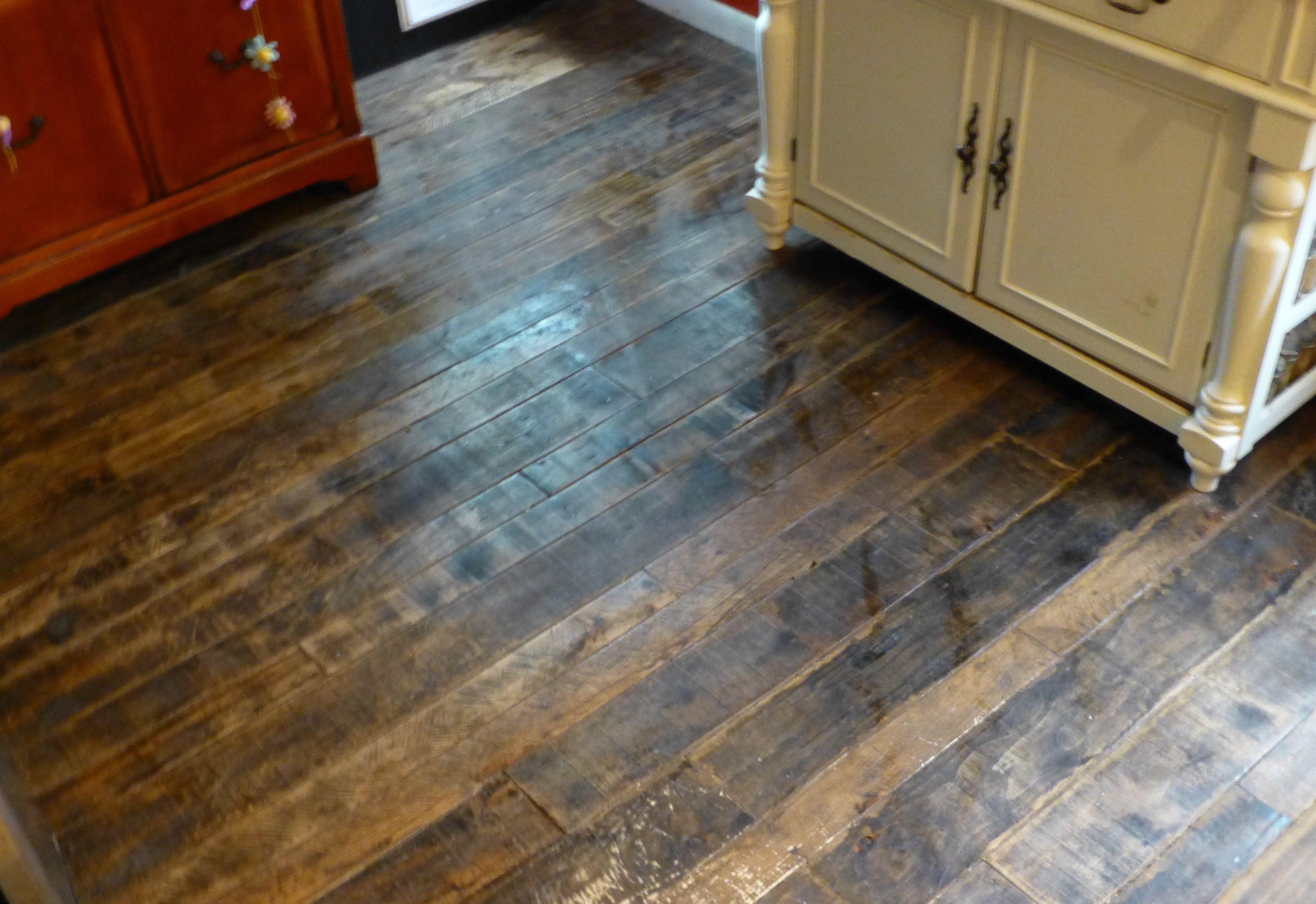 Pallet Hard Wood Floors!!!! Reclaimed wood kitchen