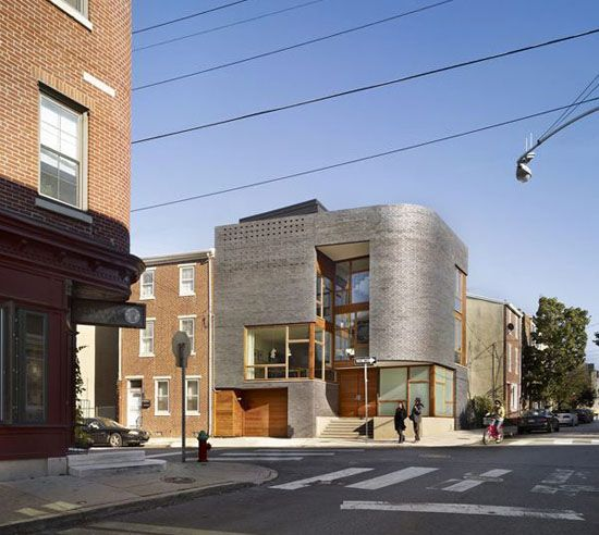 Ultra Modern Home Exteria: Cool Curved Brick Exterior Wall Urban House Design In