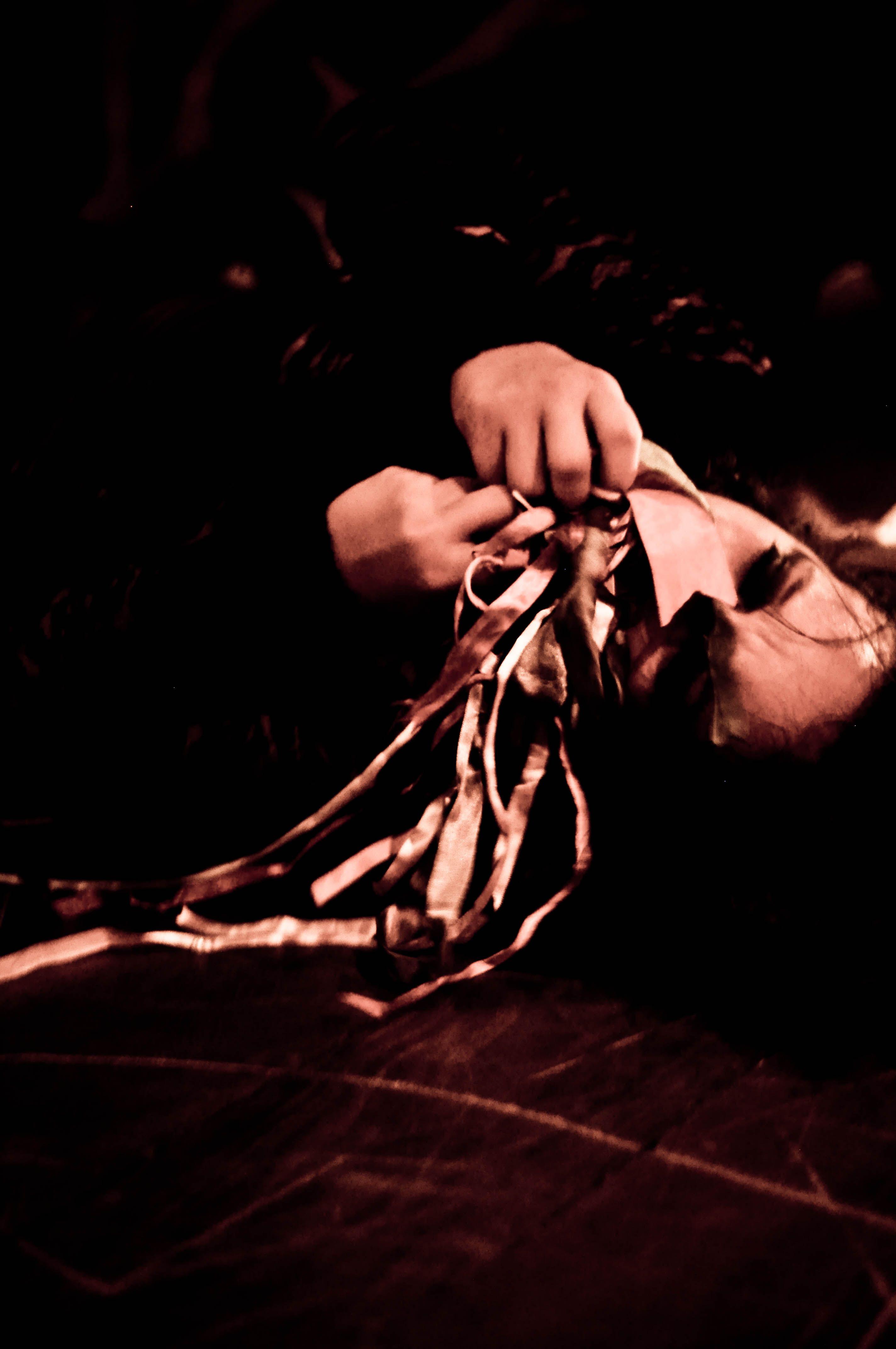 Apresentação do espetáculo Lumus. 2013. 3ª Mostra Universitária Salvador de Teatro. MUST. Atuante-pesquisadora: Juma Mascarenhas.