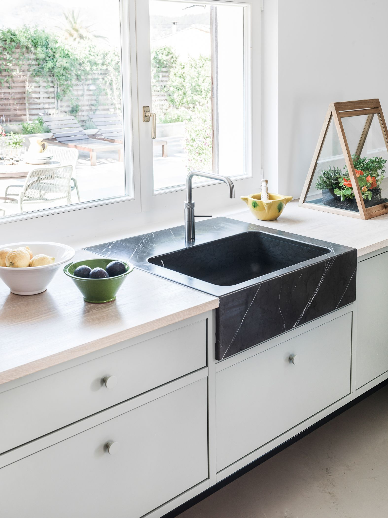 Kitchen sink. Black marble.
