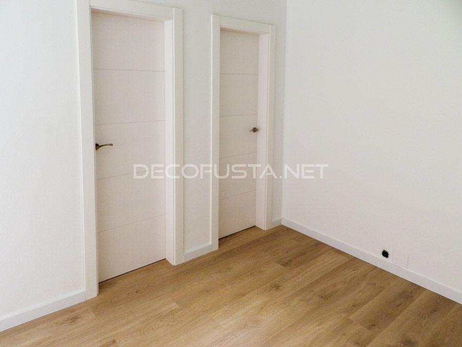 Combinacion de moda puertas lacada con suelo claro for Suelo gris y puertas blancas