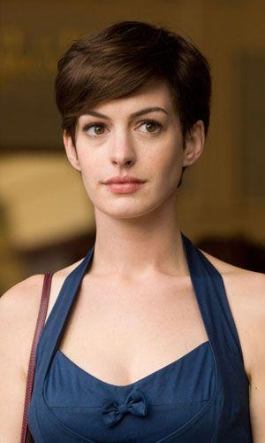 Anne Hathaway Chops Off Her Hair For Les Miserable Film Role Korotkie Zhenskie Strizhki Ukladka Korotkih Volos Pricheski