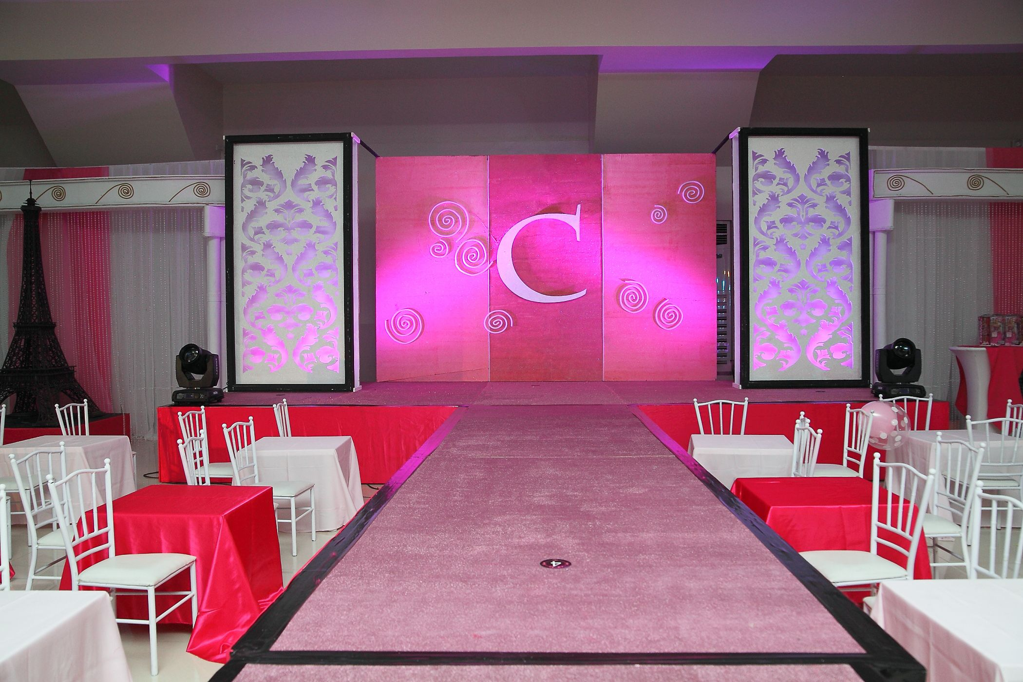 Runway stage set up fashionshowparty barbieparty kids for Runway stages