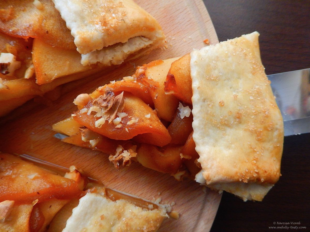 Galette cu mere trase în caramel, ghimbir și nuci