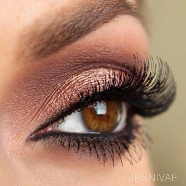 Hazel eye Beautiful Brown smokey eye makeup and lashes
