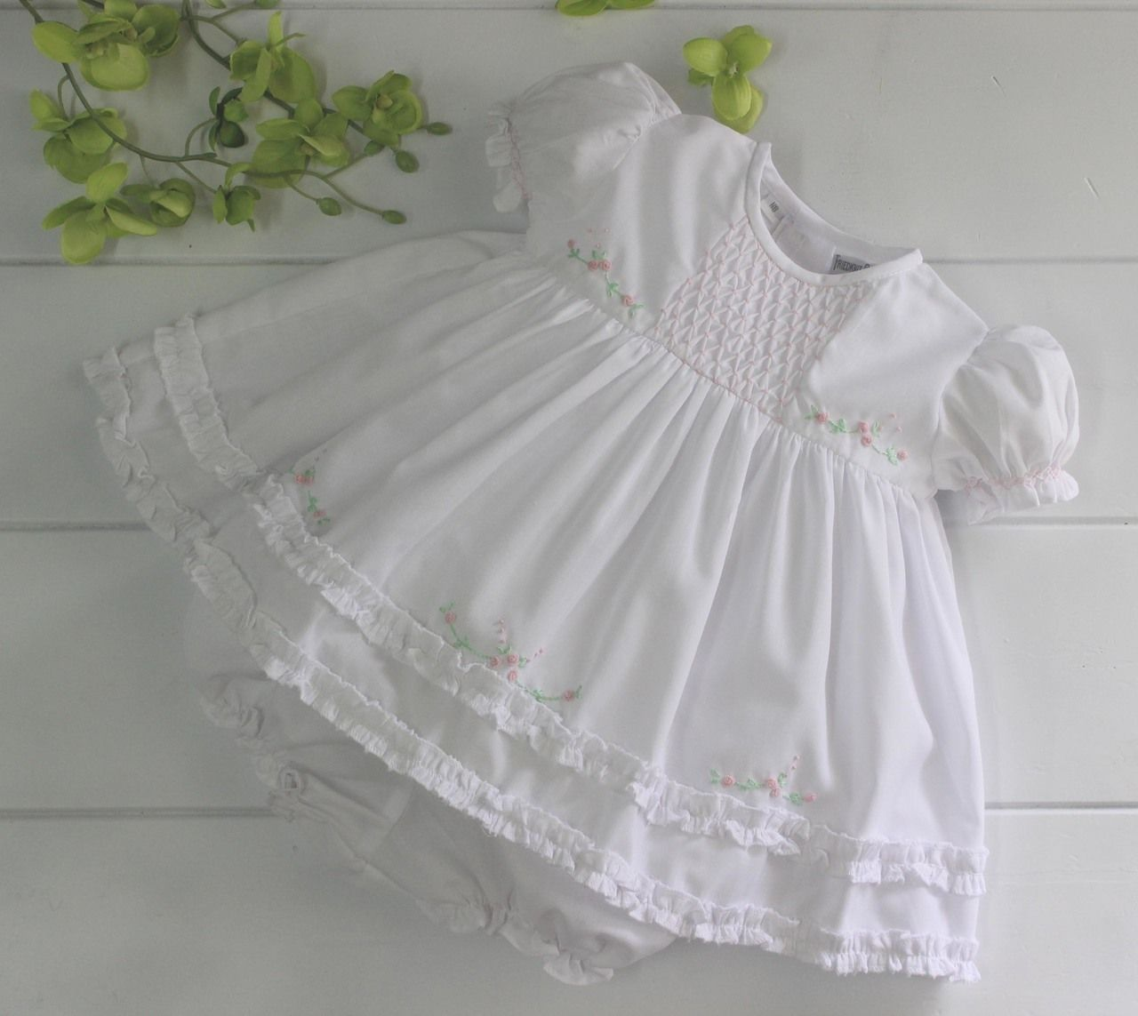 Girls White Heirloom Dress With Ruffles And Pink Flowers 41 00 Https Www Hiccupschildren Smocked Baby Girl Dresses Girls Smocked Dresses Girls White Dress [ 1143 x 1280 Pixel ]