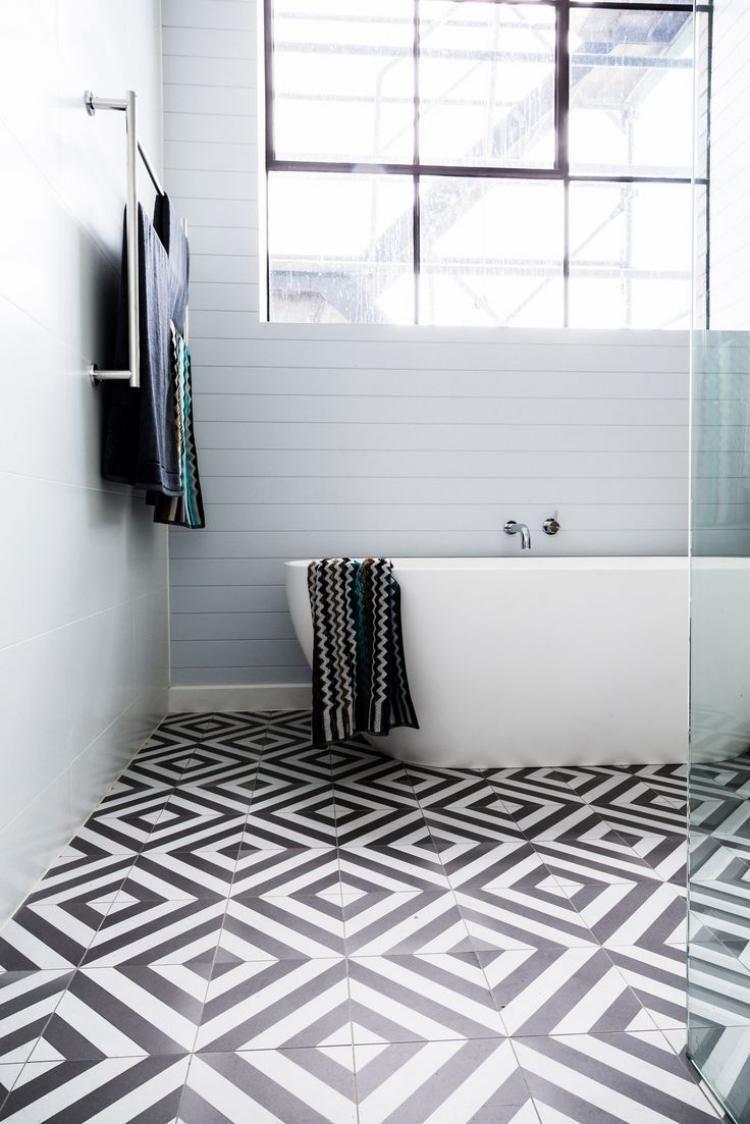 Badideen mit weißen fliesen minimalistisch gestaltetes aadezimmer  schwarzweiße fliesen am