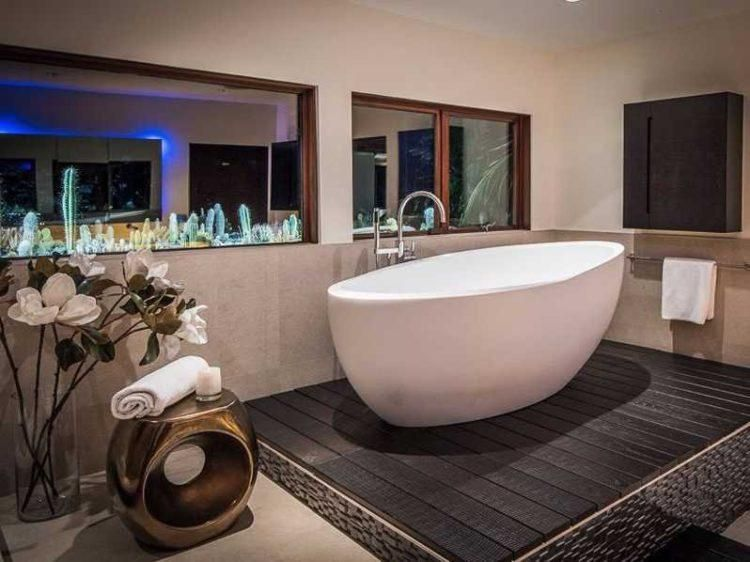 20 Freestanding Tub Designs On Platforms Free Standing Tub Bathroom Inspiration Decor Bathroom Tub Remodel