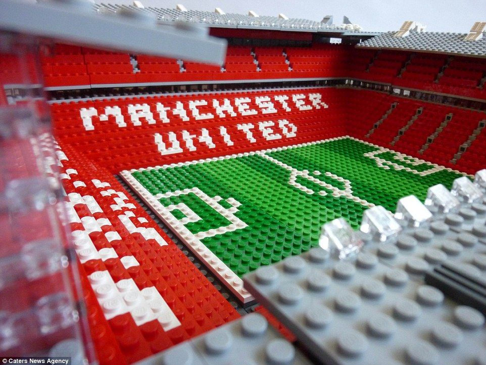 Designer Uses Thousands Of Lego Bricks To Recreate Stadiums Lego Football Old Trafford Manchester United Old Trafford