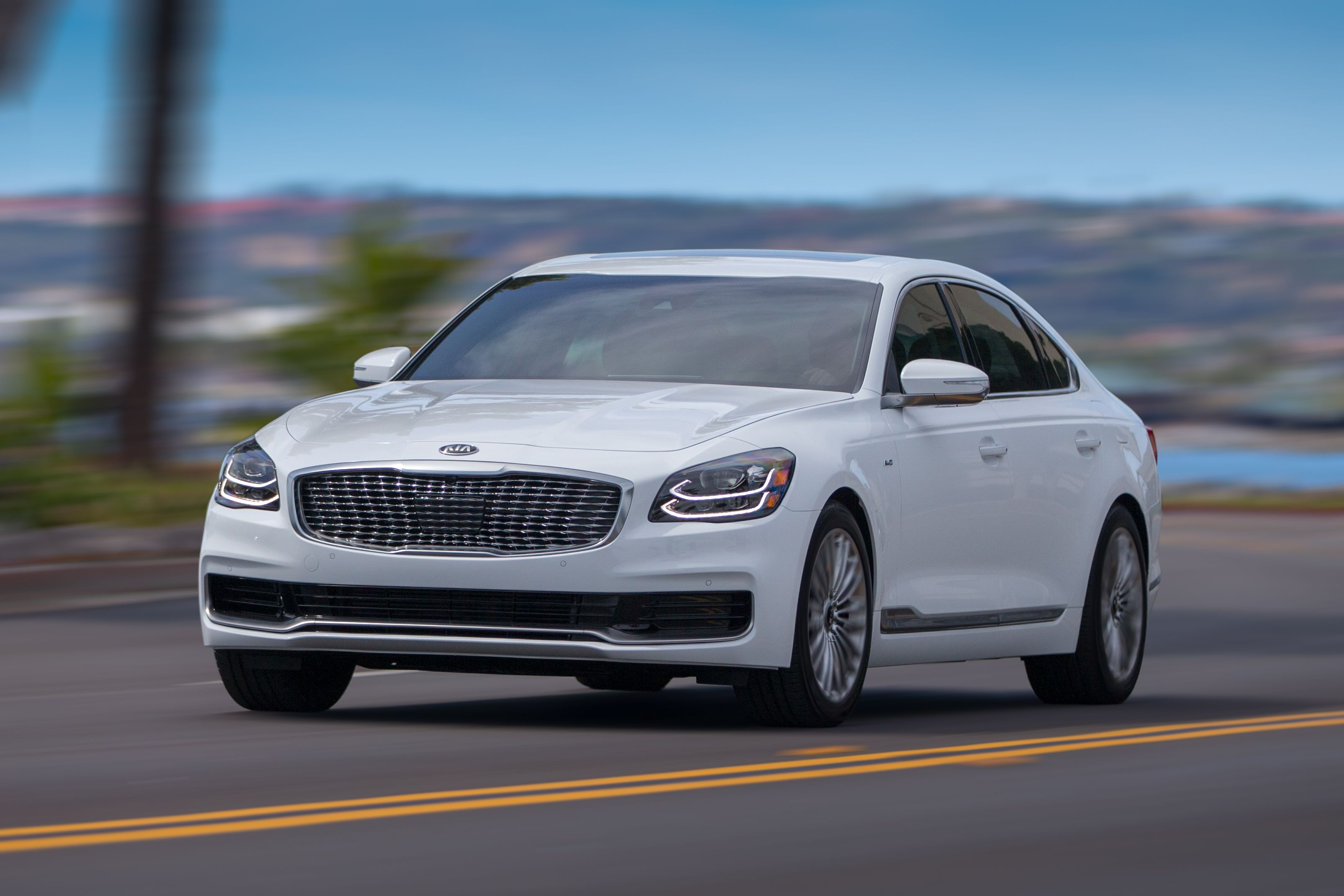 Kia Debuts Refreshed Designs For The K900 And Optima Luxury Cars Luxury Hybrid Cars Best New Cars