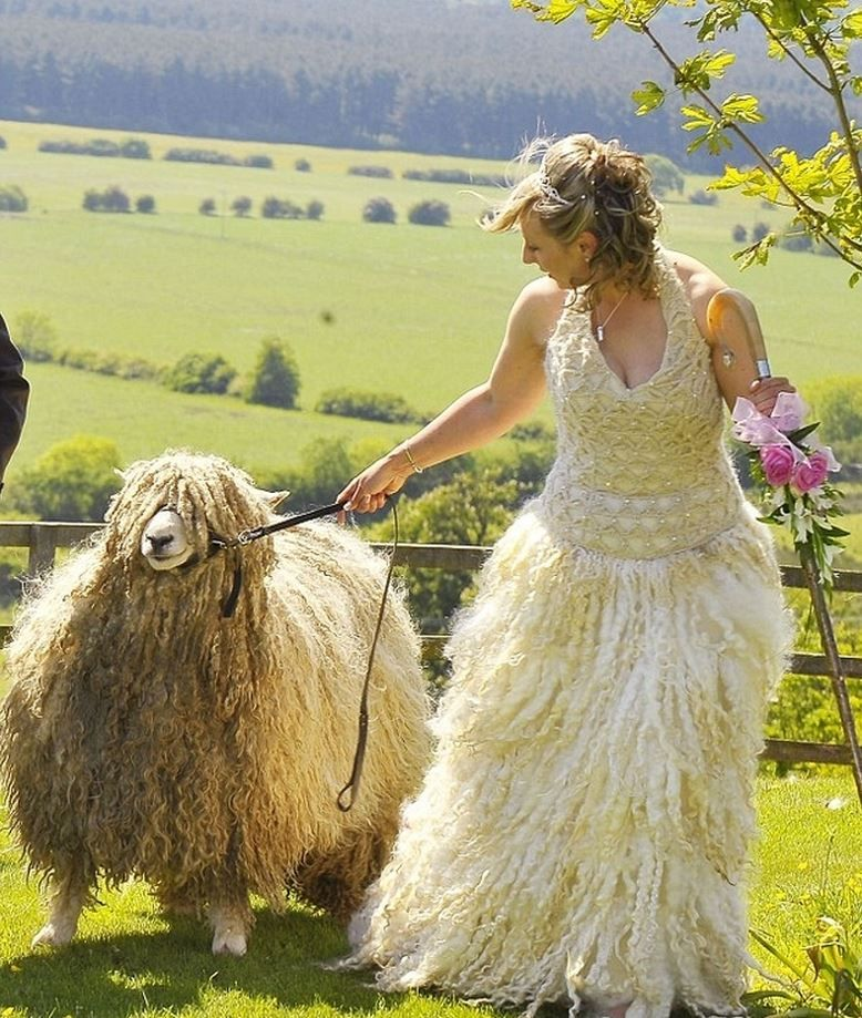 Funny Ugly Wedding Dresses: The 14 Craziest Wedding Dresses That Should Have NEVER