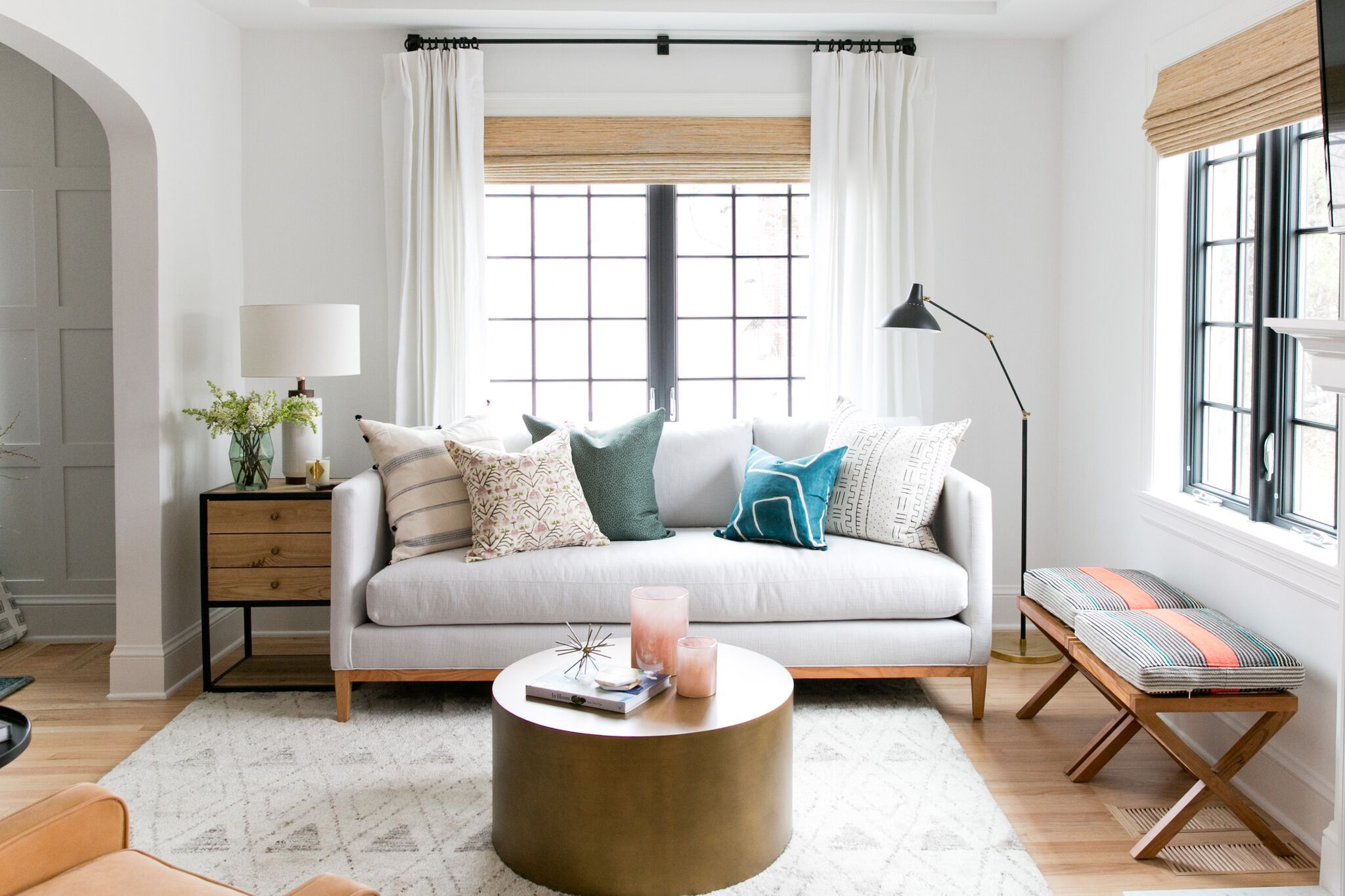 Innenarchitektur wohnzimmer für kleine wohnung bright eclectic living room of the denver tudor project  studio