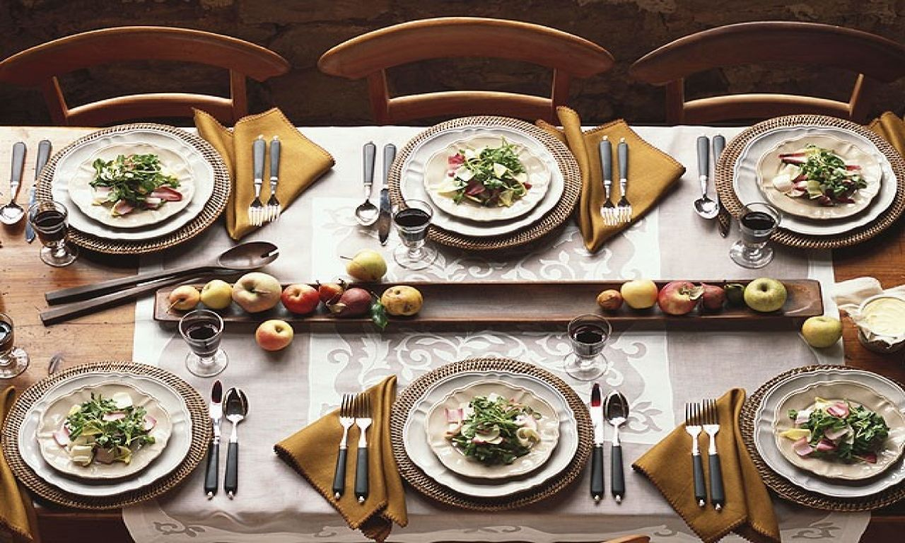Casual Dining Room Fall Dinner Party Table Setting Idea Dinner