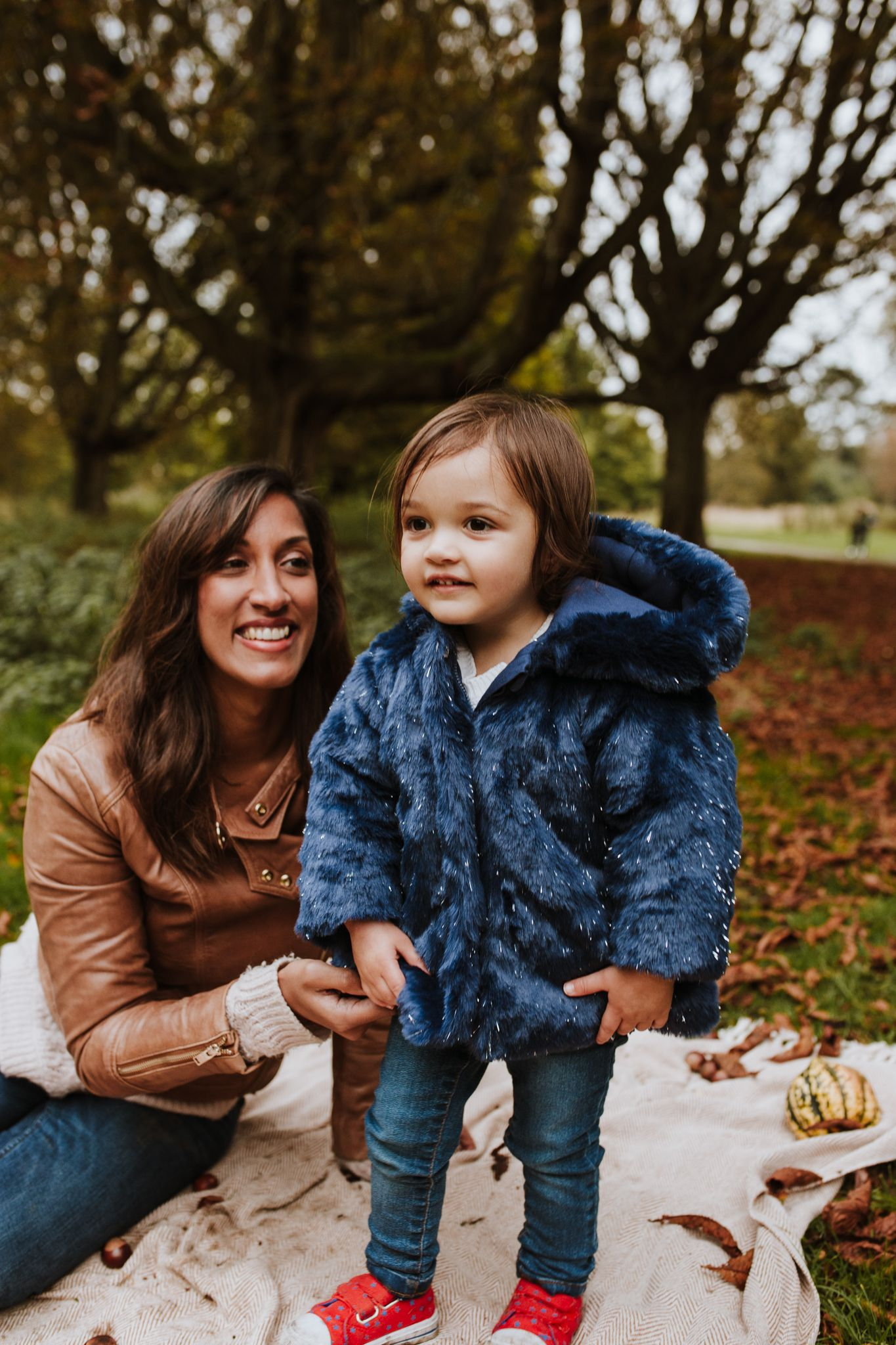 Autumn family mini session in the Cassiobury Park, Watford