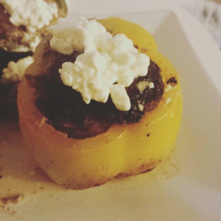 Gefüllte Paprika mit Hüttenkäse.. lowcarb und Eiweiß :)