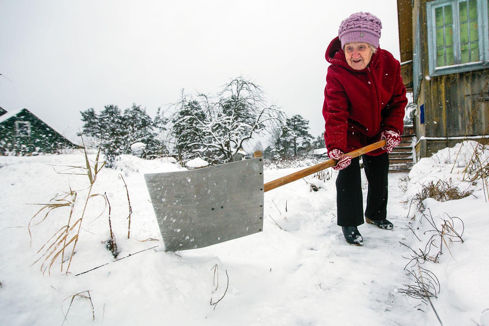 6 Winter Safety Tips for Older Adults Elderly care