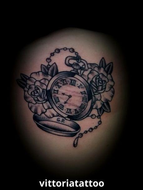 pocket-clock-tattoo-and-roses tatuaggi como vittoriatattoo via alessandro volta,49 22100 Como Italy #tatuaggicomo #como #tattoo