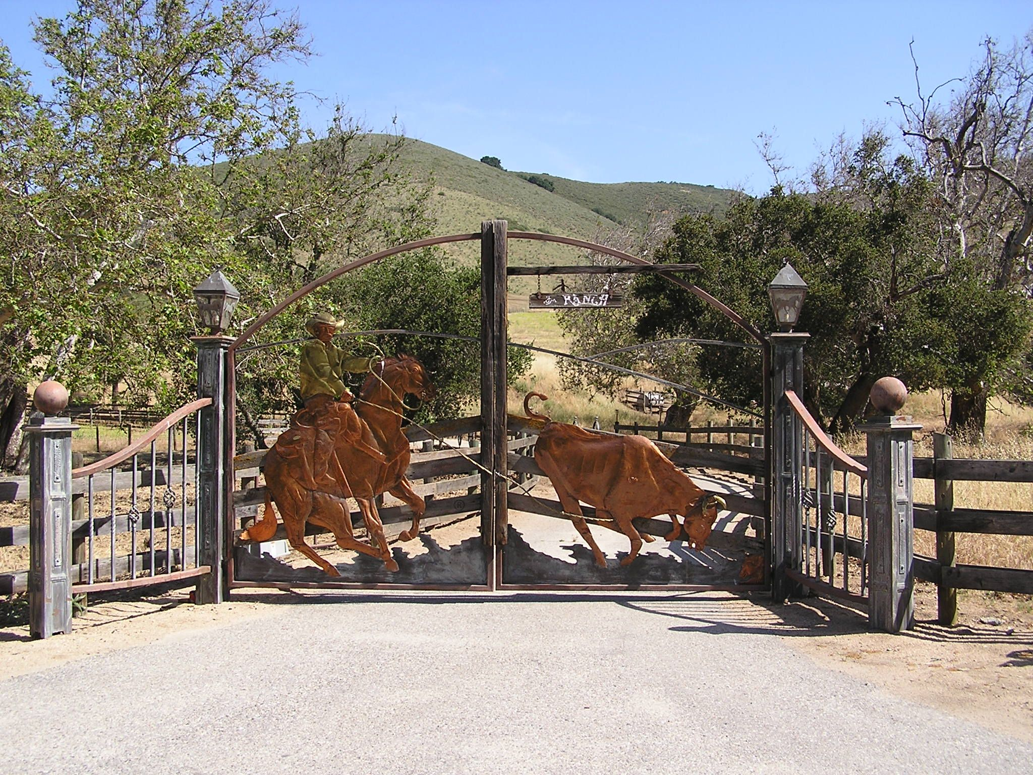 Cool entrance gate farm ranch decor pinterest for Ranch entrance designs