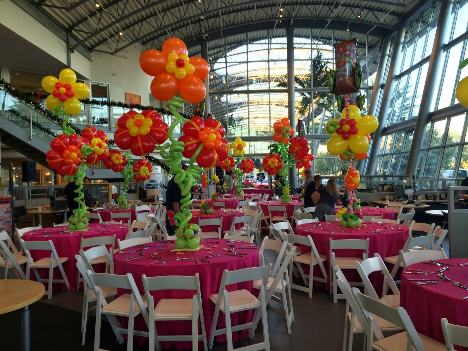 hawaii party with hibiscus flower balloon centerpiece | tropical