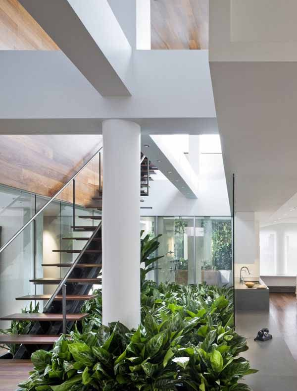 Desain Taman Bawah Tangga Untuk Rumah 2 Lantai Minimalis