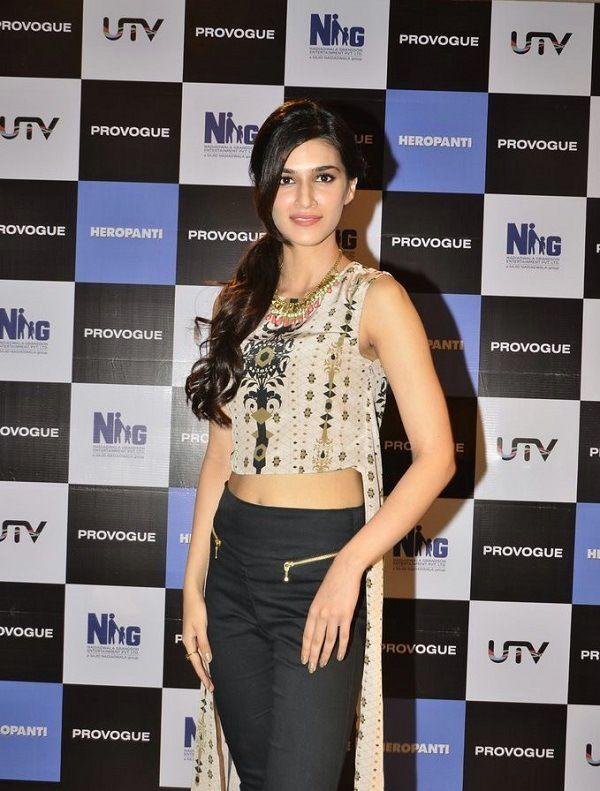 Kriti Sanon Height Weight Bra Size Body Measurements Bollywood Fashion Beautiful Bollywood Actress Beautiful Indian Actress