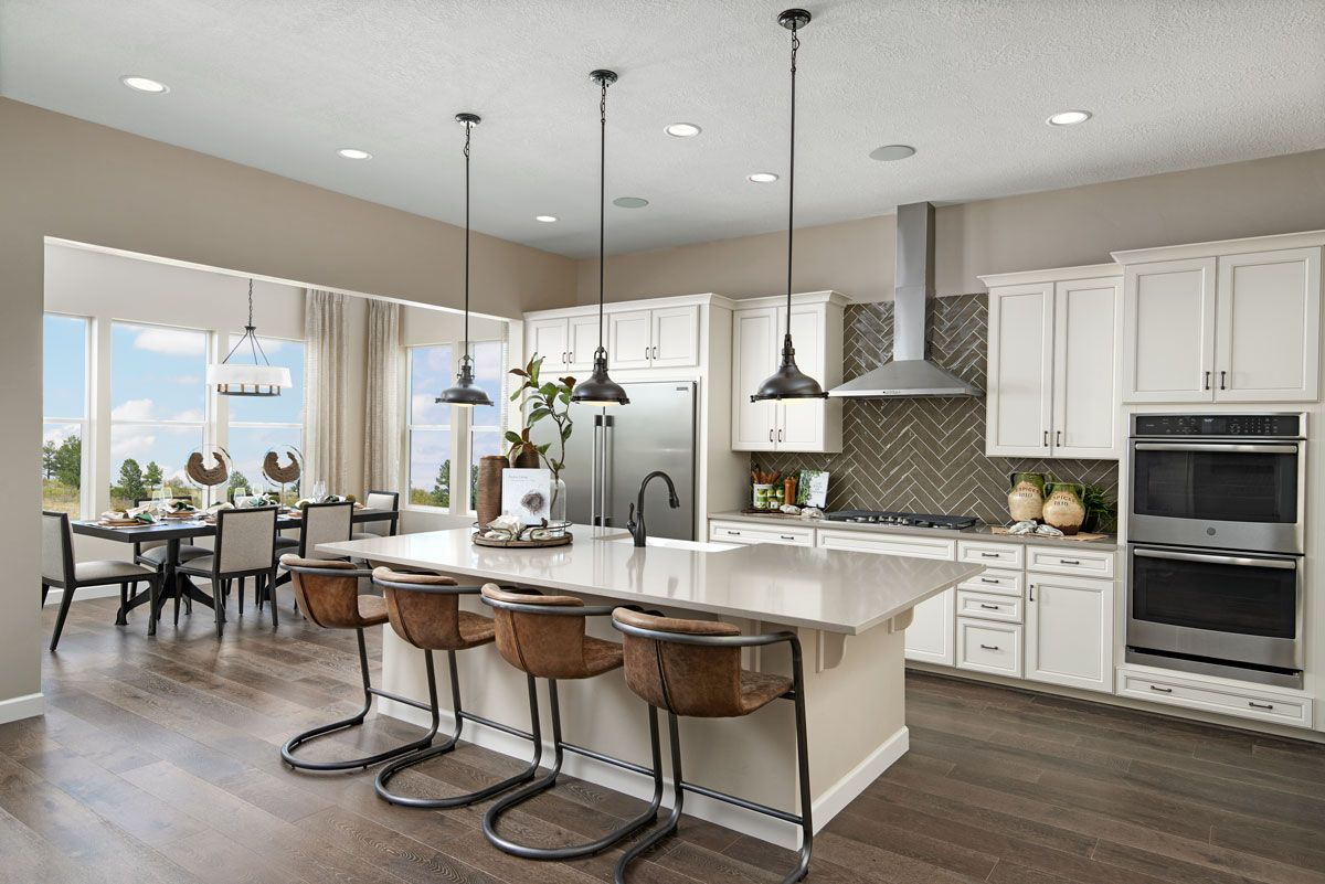 Stainlesssteel double oven & hood Decker model home