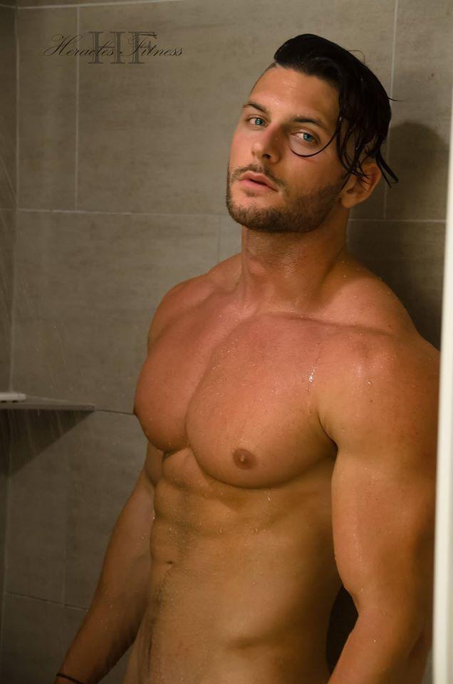 Erotismo y virilidad con estos esculturales machos americanos, desde la web Heracles Fitness. Músculos y belleza de hombres con estos irresistibles modelos.