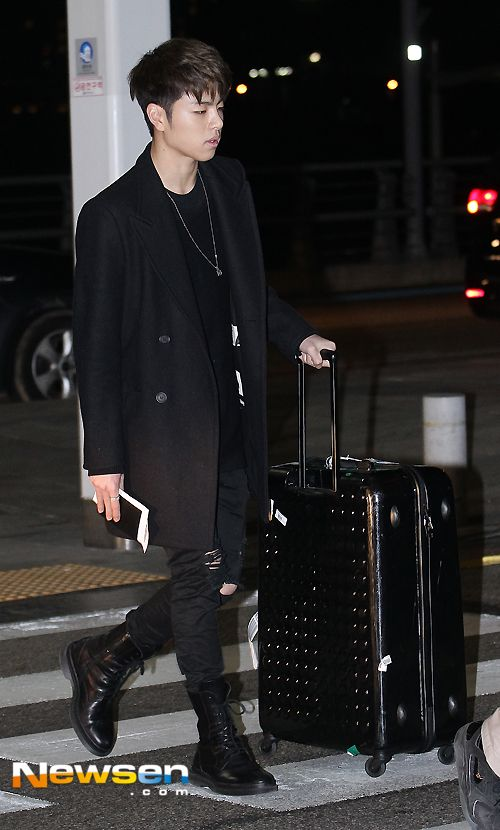 Korea Korean Kpop Idol Boy Band Group Ikon Fashion Favorites Joonhee Chic All Black Airport Look Style Outfit Fashion Autumn Fashion For Teens Korean Hairstyle