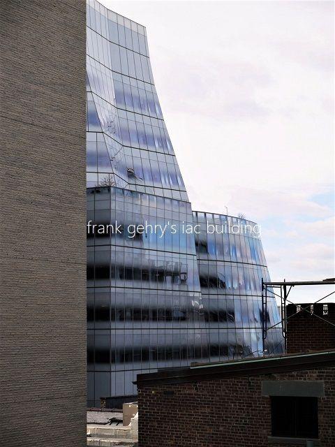 frank gehry's iac building: フ...