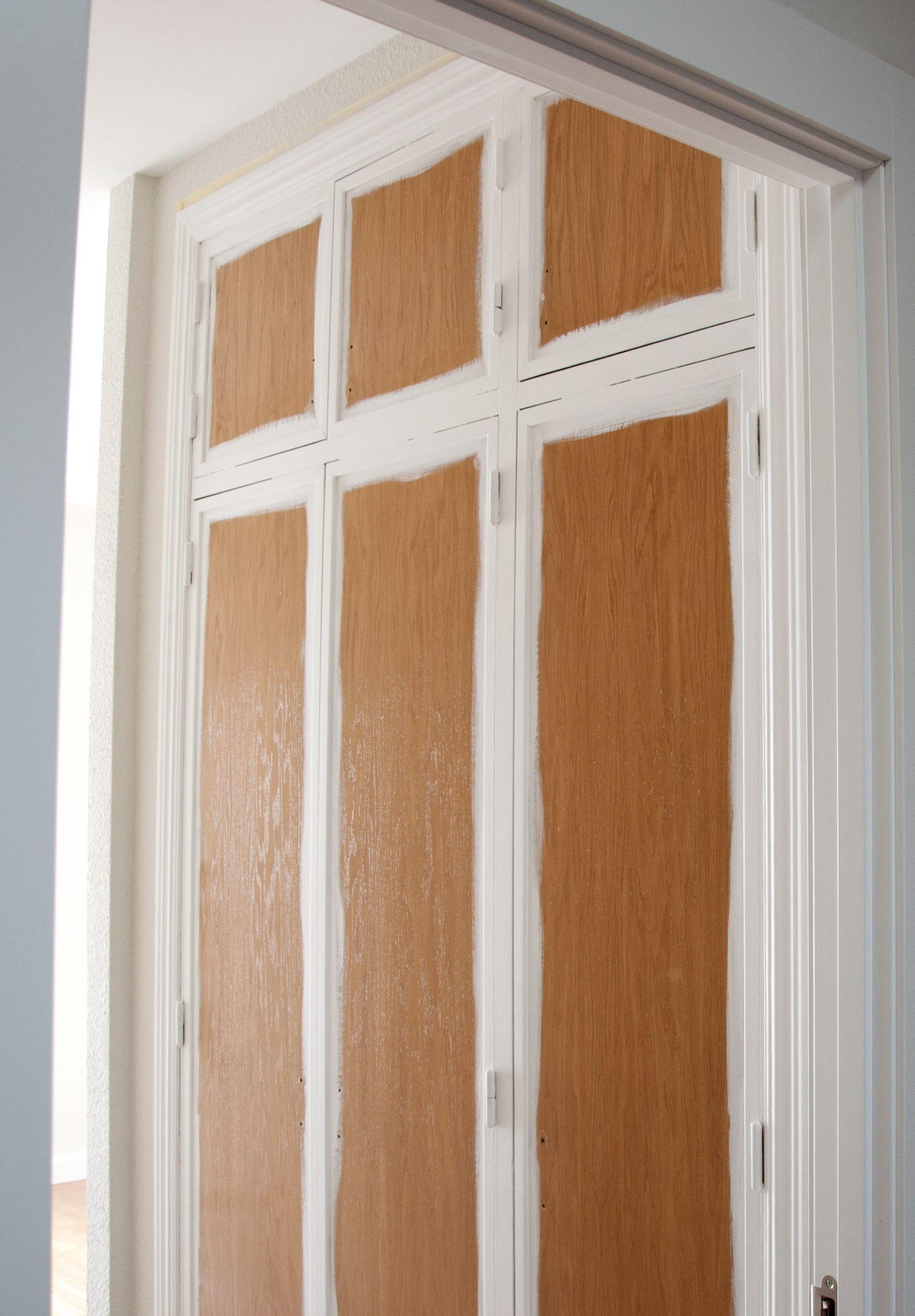 Antes Y Después Cómo Forrar Las Puertas De Un Armario Empotrado Con Vinilo Blanco Mate Puertas Armarios Empotrados Puertas De Armario Pintadas Puertas Armarios