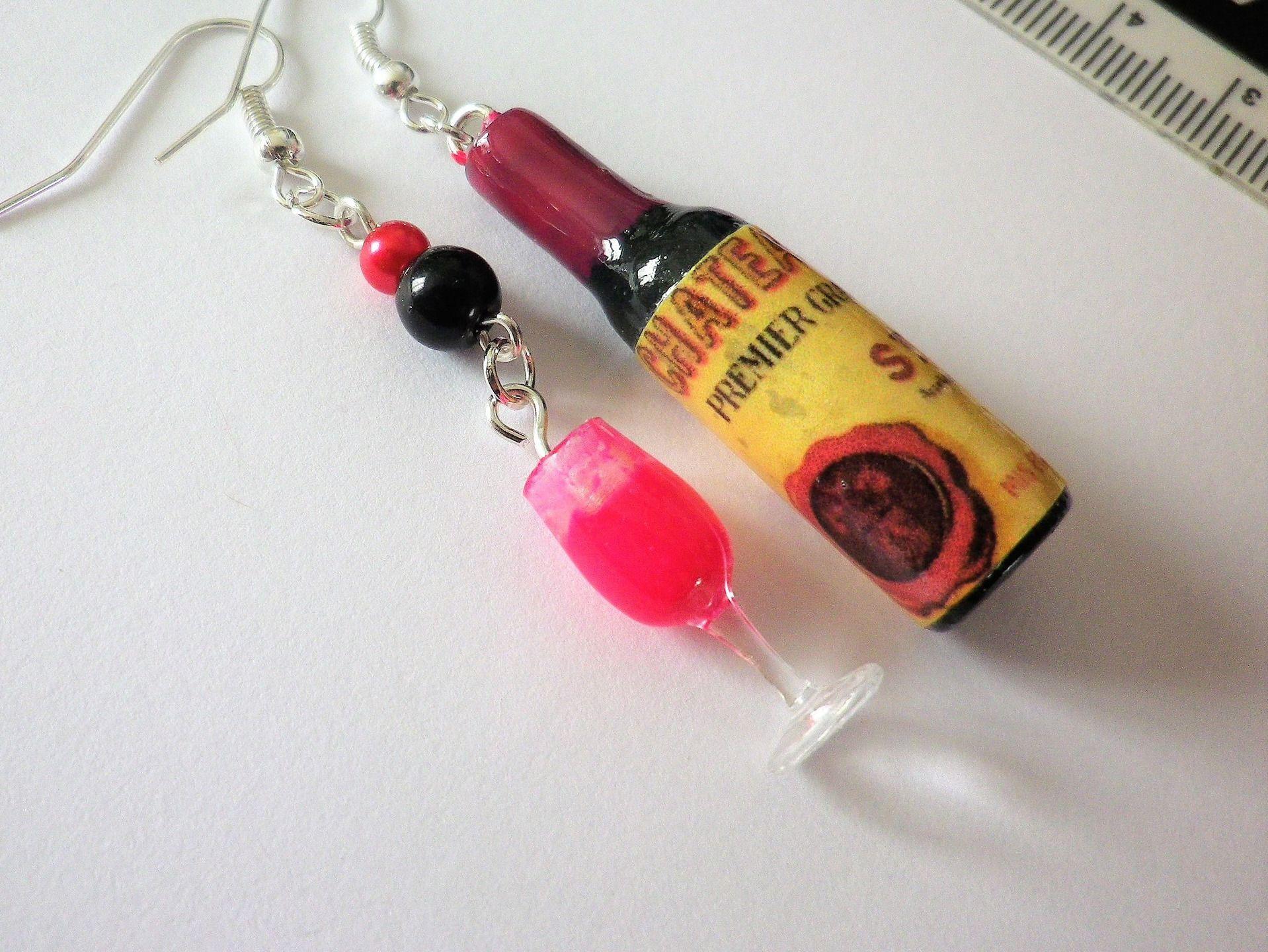 bouteille de vin rouge et son verre boucle d oreille cadeau rigolo ap ro pate fimo boucles d. Black Bedroom Furniture Sets. Home Design Ideas