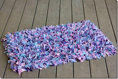 C mo hacer alfombras de trapillo con flecos el blog de manualidades pinterest - Como hacer alfombras de nudos ...