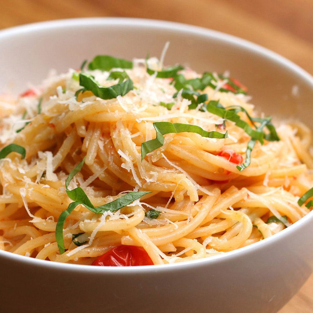 Here S What You Need Spaghetti Olive Oil Garlic Cherry Tomato Salt Pepper White Wine Parmesan Fresh Tomato Sauce Fresh Tomato Sauce Recipe Pasta Dishes