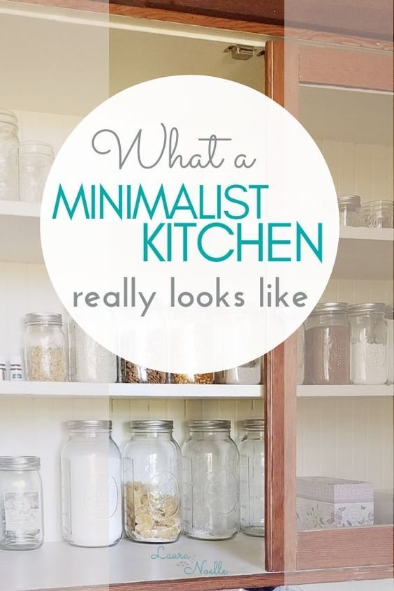 What does a minimalist kitchen actually look like? Peek at pictures of my simple, decluttered family kitchen! || kitchen organization | organizing tips | #minimalism #minimalist #decluttering #homeorganization  | The Ultimate Pinterest Party Week 245