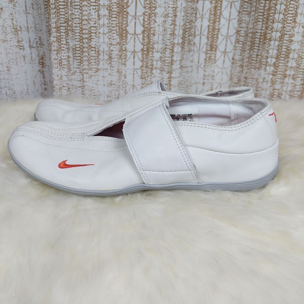 72a8ab77ba24 Nike Women s Kokoro Sneakers Trainers Ballerinas Size 7.5 Casual  fashion   clothing  shoes