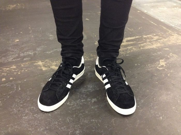 Bloquear estrecho Documento  Adidas black and white | Sneakers, Black adidas outfit, Adidas campus