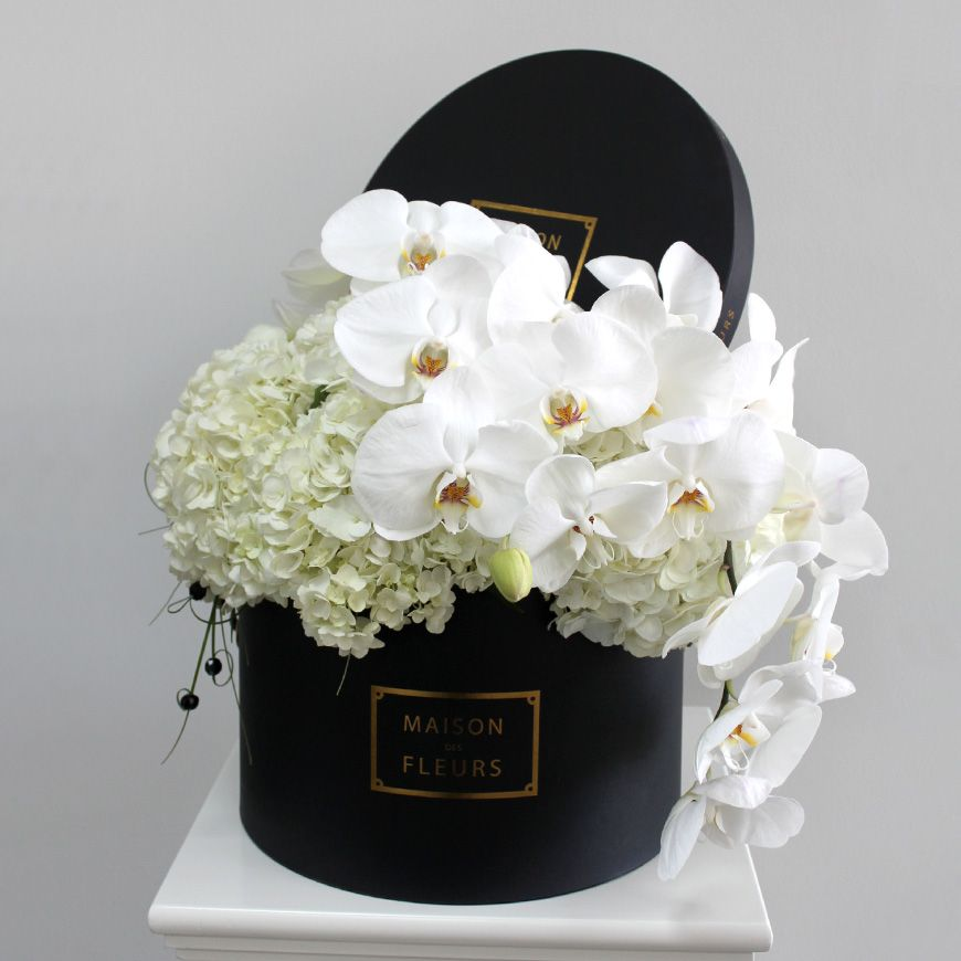 maison des fleurs google search maison des fleurs pinterest dubai flowers and white orchids. Black Bedroom Furniture Sets. Home Design Ideas