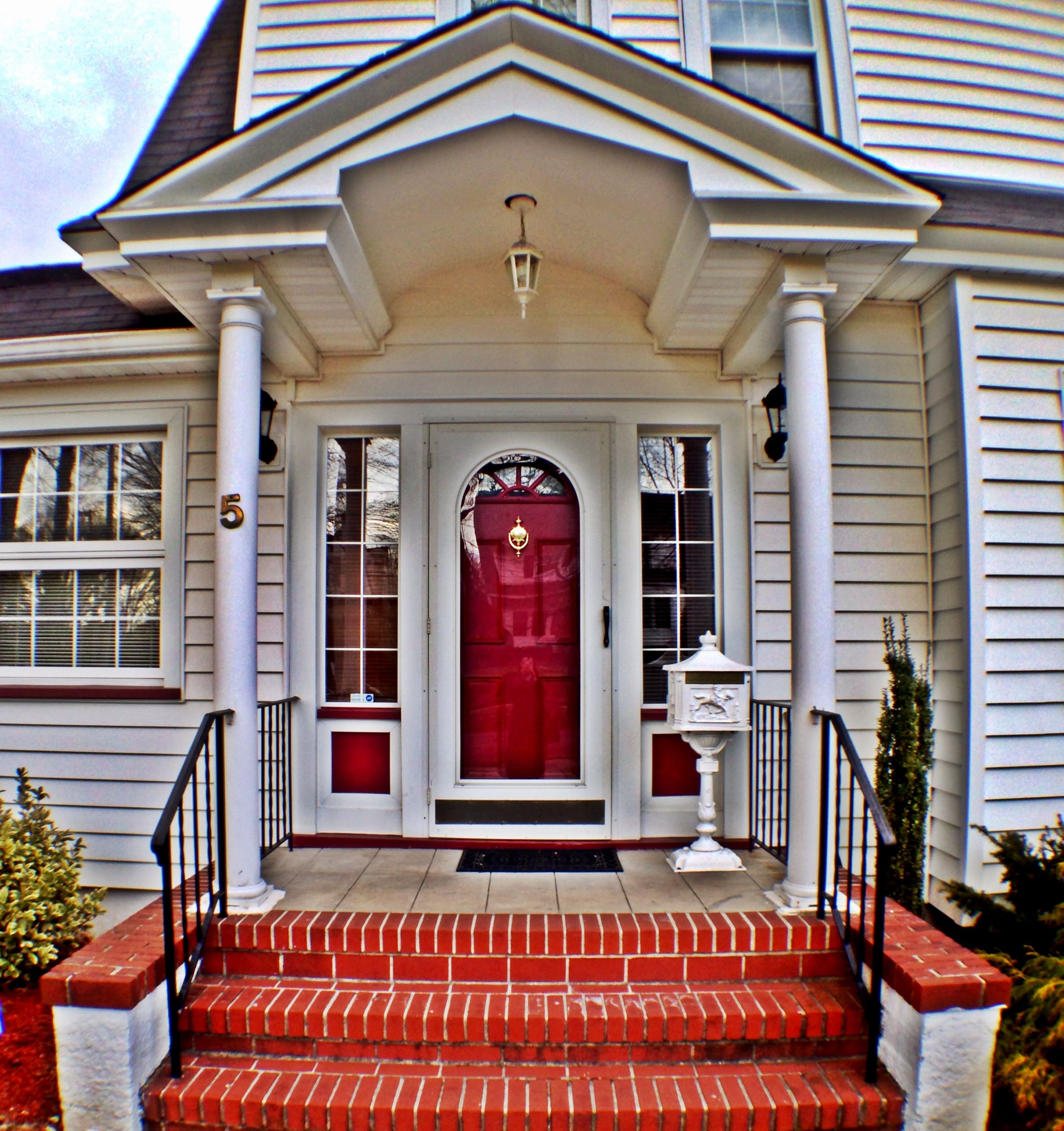 Do you know the significance of a red door the symbolism - What does a red front door mean ...