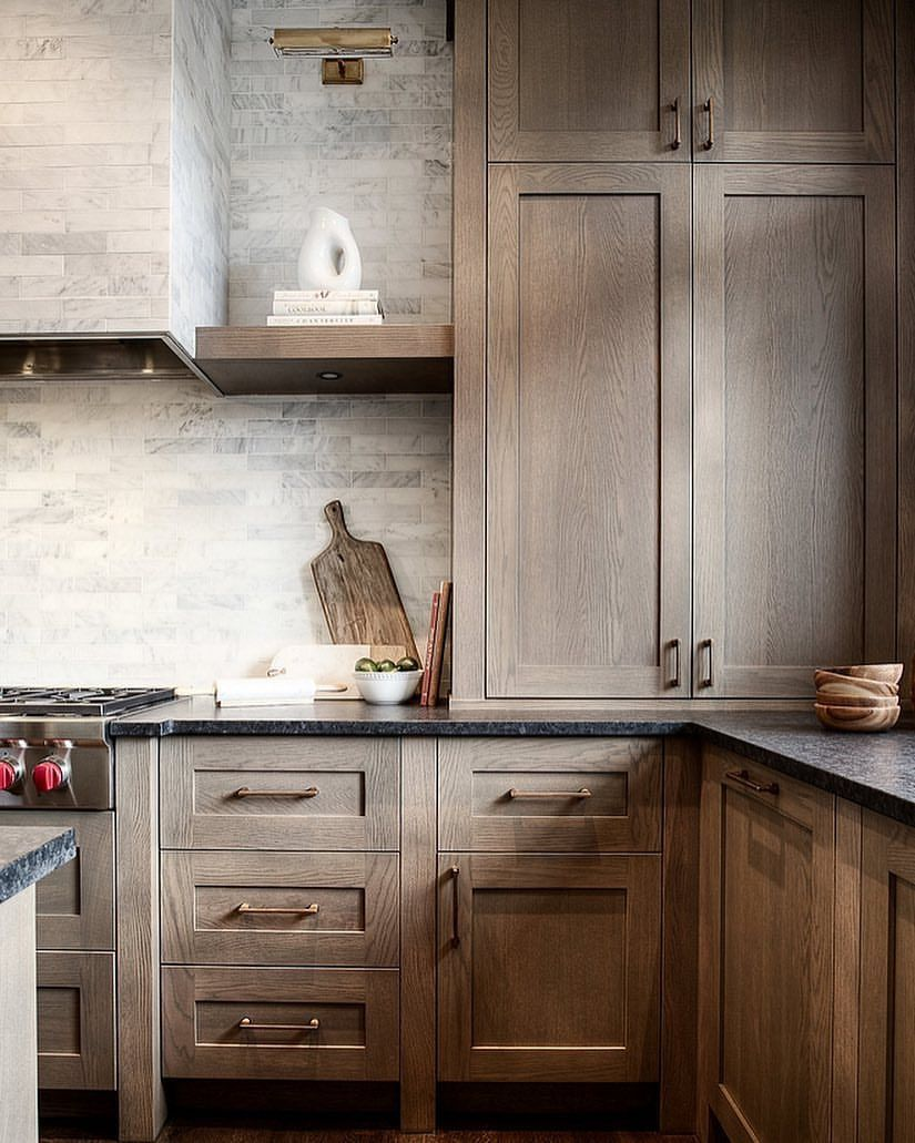 Home Bunch On Instagram I Shared This Kitchen On The Blog A Few Weeks Ago And It Is Ge Rustic Kitchen Cabinets Kitchen Cabinet Styles Kitchen Cabinet Trends