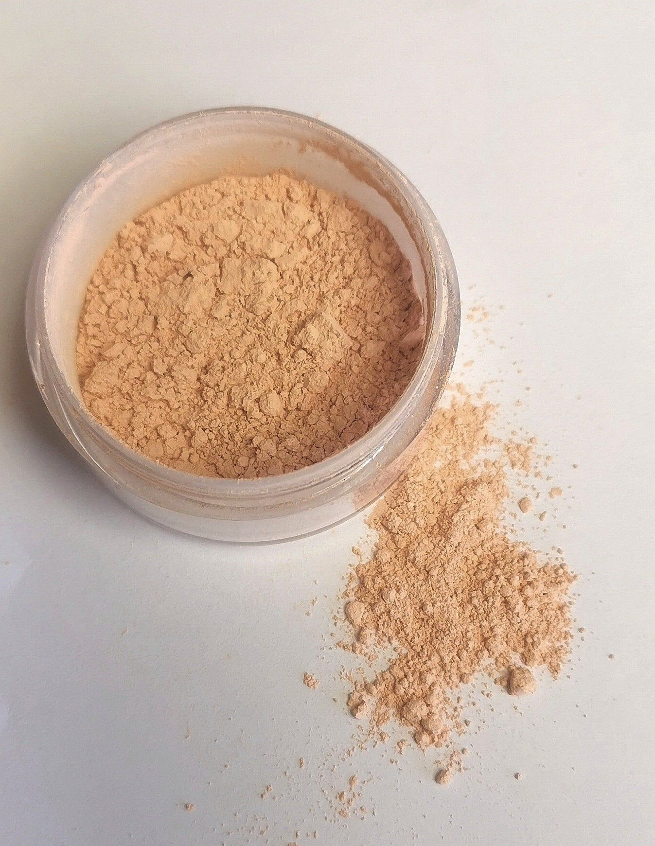 Matte Mineral Foundation / All Natural / Vegan / Made in